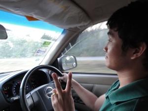 Saya bersama kawan2 Thailand menggunakan mobil untuk menuju ke Chiangmai, waktu tempuh kurang lebih 10 jam