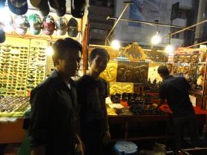 Berjalan-jalan di pasar malam Chiangmai