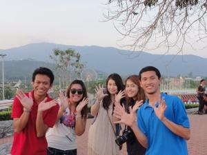 Saya dan teman-teman ber'chibi-chibi' di Royal flora park hahaha